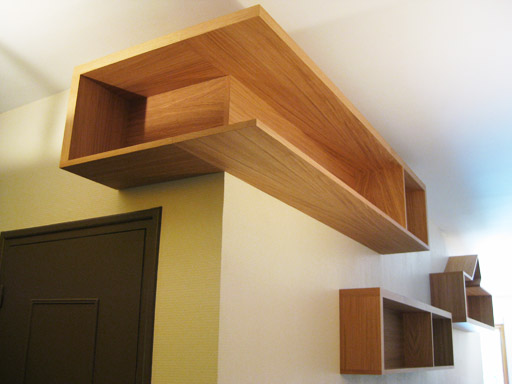 biblioth que design suspendue lisa lejeune la fabrique. Black Bedroom Furniture Sets. Home Design Ideas